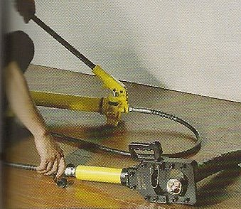 cable cutter in use